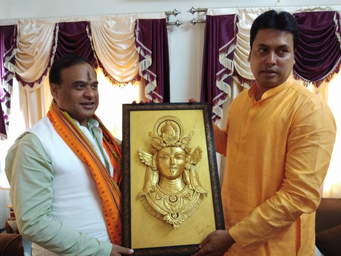 Tripura chief minister Biplab Kumar Deb (right)with Assam minister and NEDA convenor Himanta Biswa Sarma in his official residence