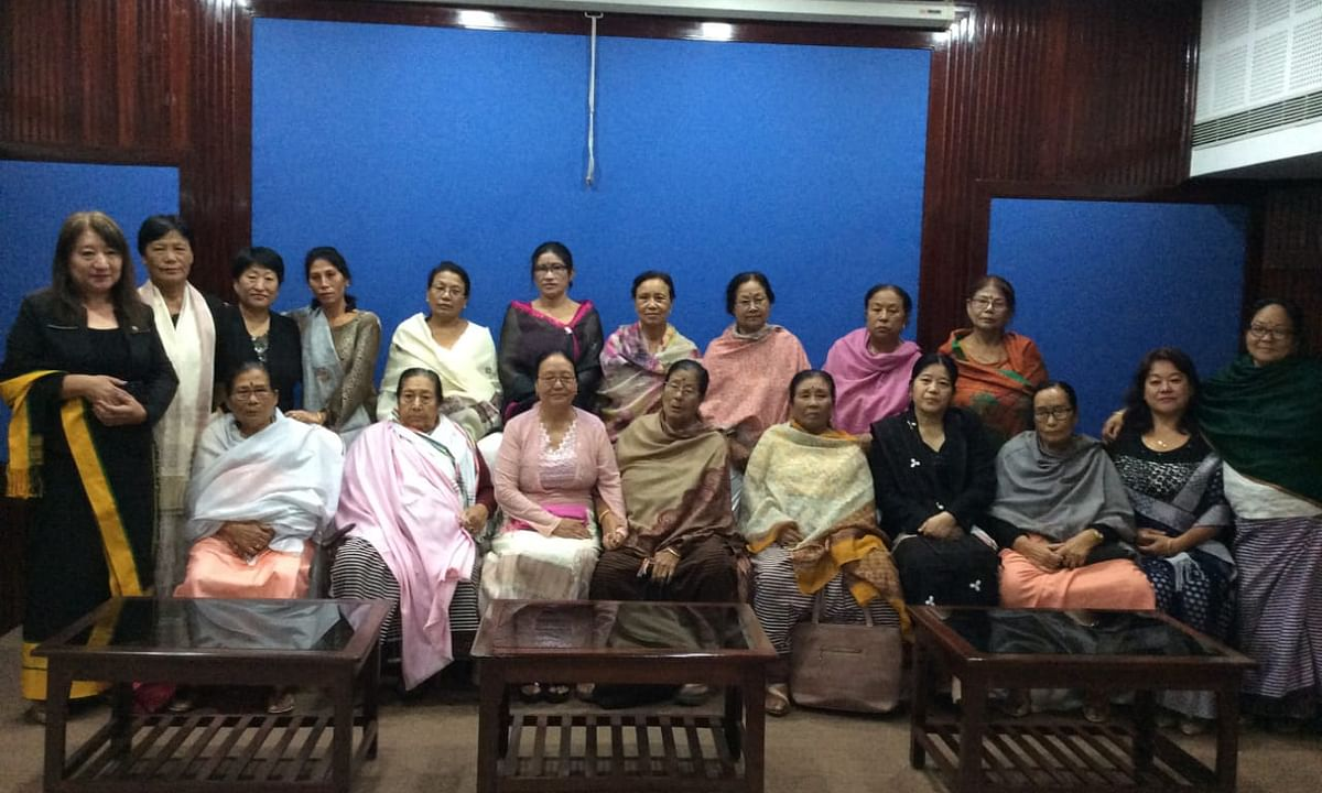 Nagaland 'mothers' reach out to Meira Paibis of Manipur for peace