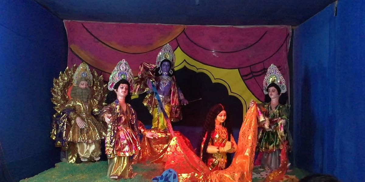 Idols of gods and goddesses depicting stories from the mythologies are a prominent part of the Raas Mahotsav celebrations