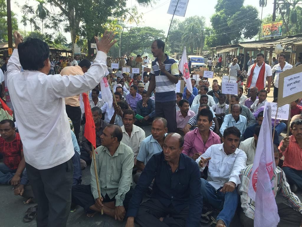 Agitating workers stage demonstration demanding immediate revival of APOL