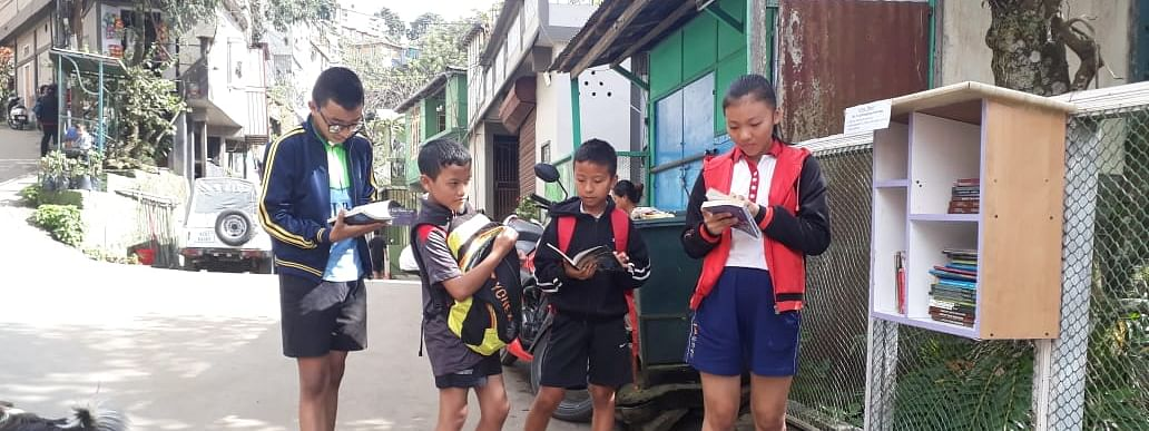 The 'roadside library' has been well-appreciated by children