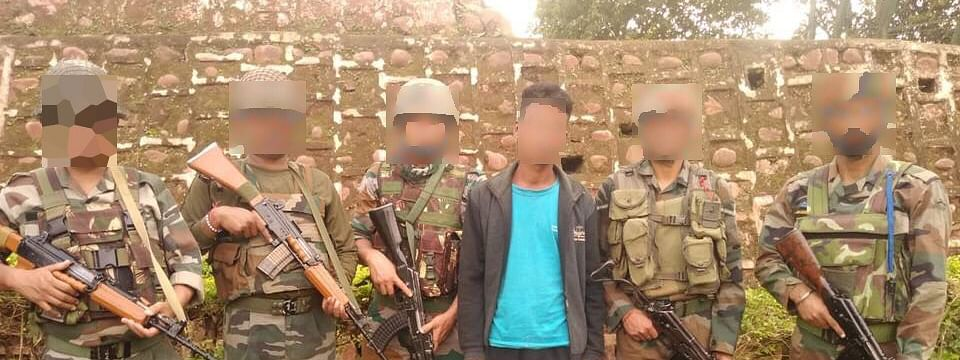 The apprehended militant along with seized items