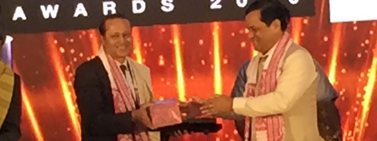 Assam chief minister Sarbananda Sonowal (right) exchanging memento with Vineet Jain, MD of The Times Group