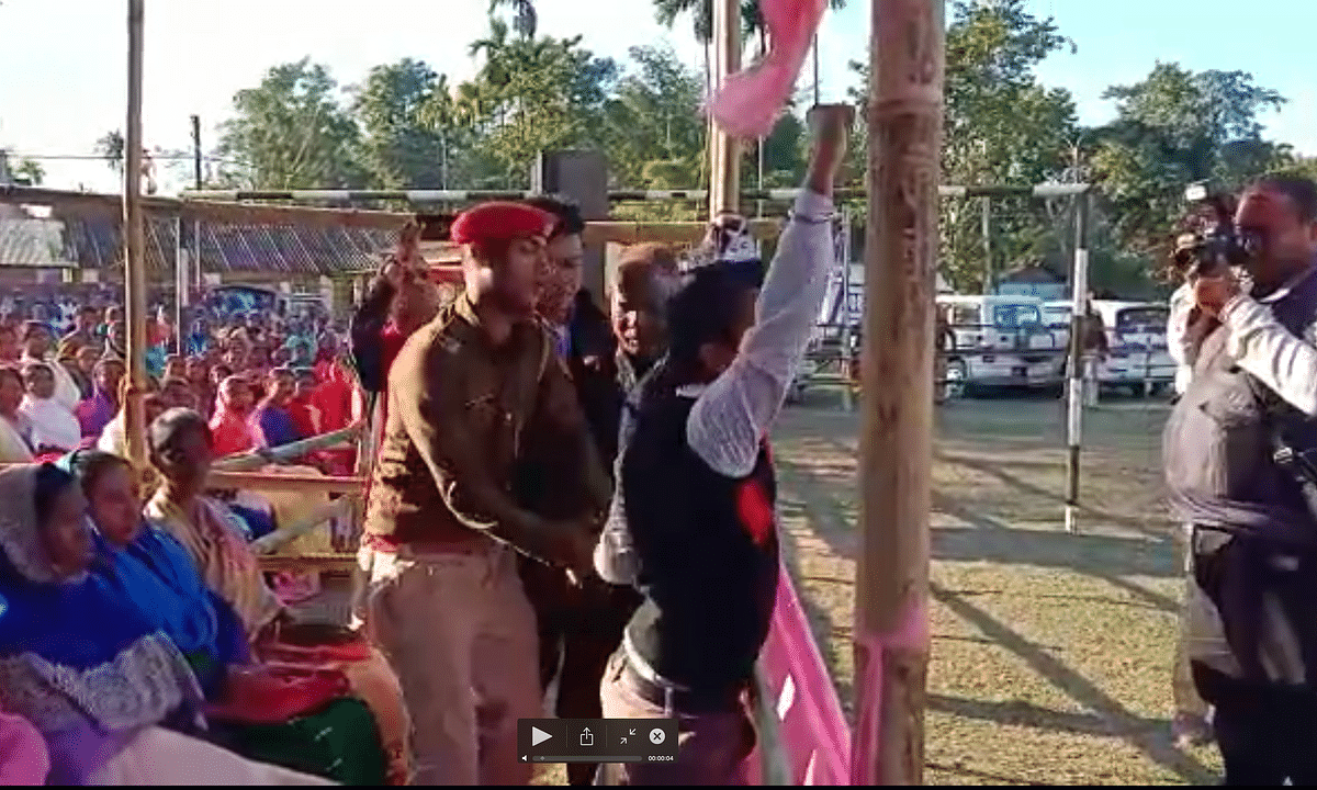 WATCH | Assam youth shows black flag to CM during Jorhat meeting