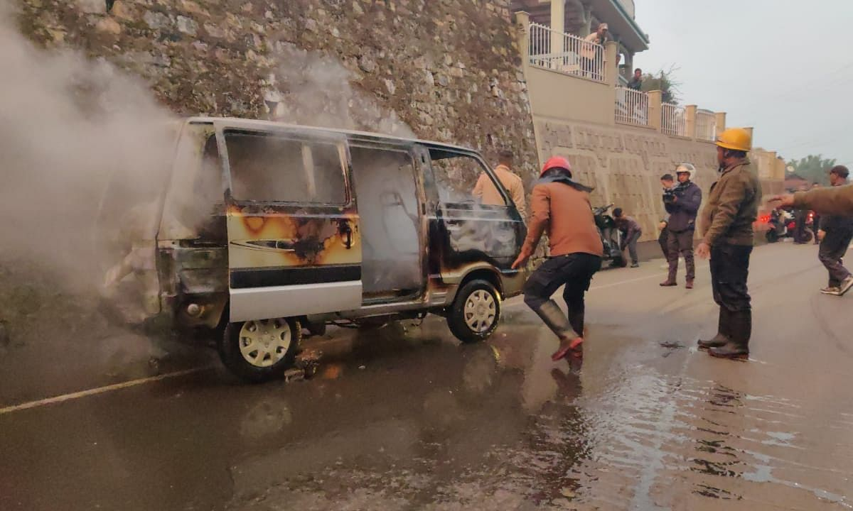 CAB stir in Meghalaya: Shillong market shut down after cars burnt