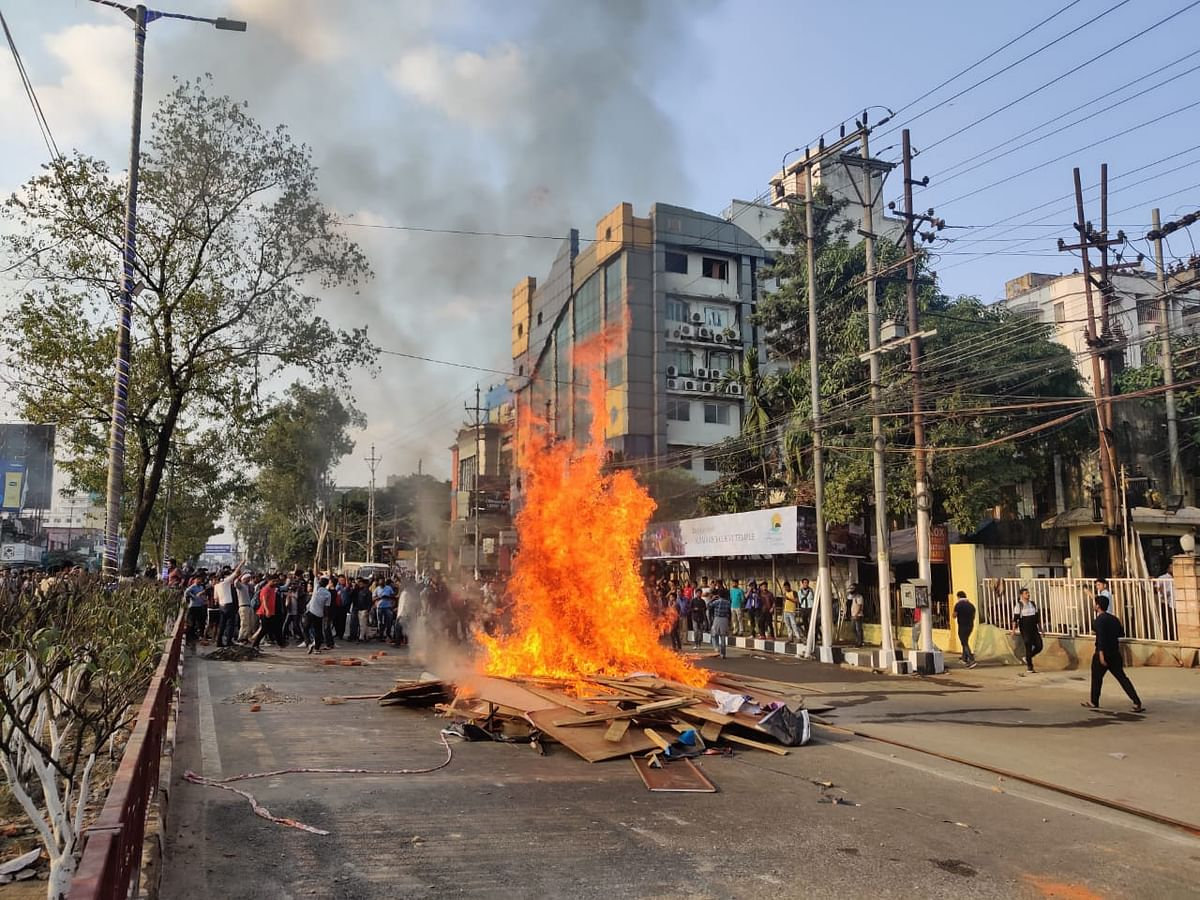 Thousand of protesters defy curfew and stage protest across Guwahati