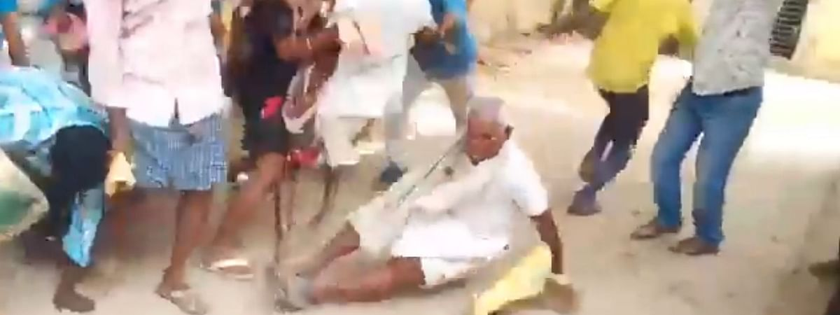 In the video, an old man is seen falling down after locals rush in to buy onions at Rs 25 per kg