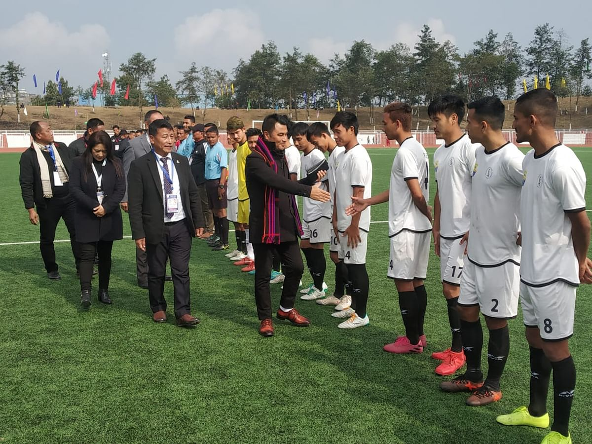 Ahead of the match, Er Zale Neikha, adviser youth resources and sports, meets the players. Neikhia is also the match patron
