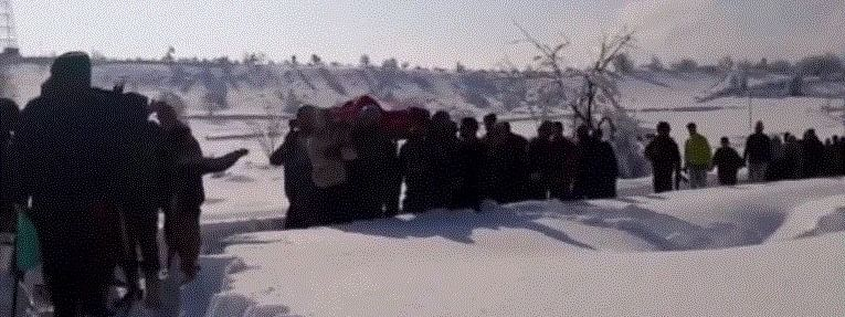 Army jawans in Kashmir valley carrying a pregnant women amid heavy snow