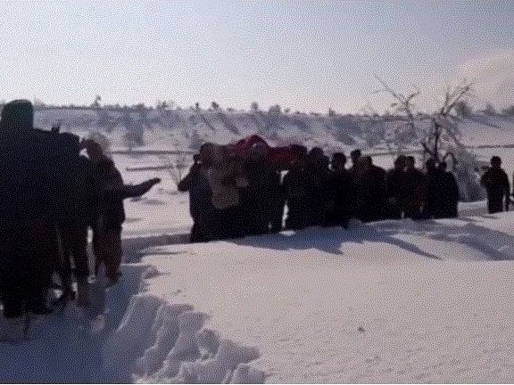WATCH | Jawans carry pregnant woman through heavy snow in Kashmir