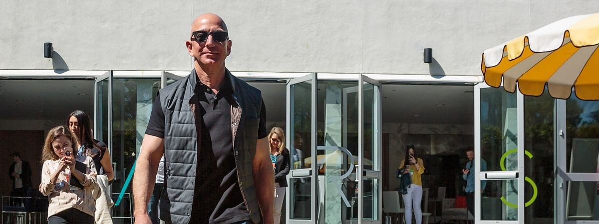 After landing in India, one of the first things Jeff Bezos did was visiting Mahatma Gandhi's memorial in Delhi
