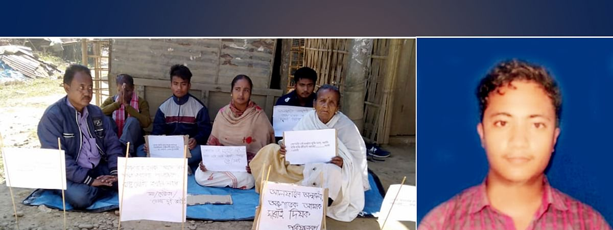 Family members of Arunabh Gogoi (right) protesting in front of the office of deputy commissioner of Charaideo