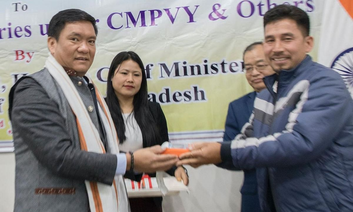 Arunachal CM distributes POS facility to beneficiaries of CMPVY
