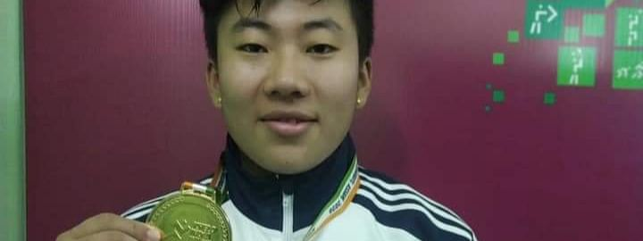 Arunachal Pradesh girl PH Roshni displaying her gold medal after winning in the U-21, 71-kg girls' weightlifting event at the ongoing 3rd Khelo India Youth Games 2020