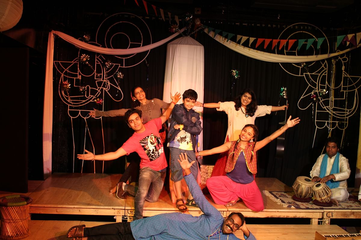 The play revolves around a band of local musicians, an over-anxious fair organiser and two adorable villagers, Tik and Tak
