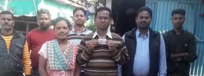 Paikus Bakala with the winning lottery ticket