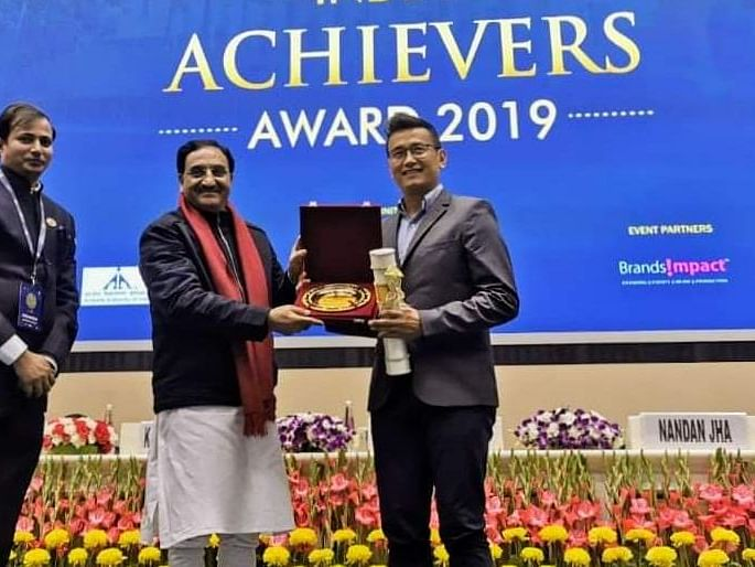 Bhaichung Bhutia receives Indian Achievers Award 2019