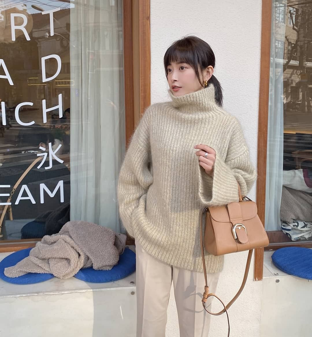 Turtlenecks can be worn single or with a coat or a jacket