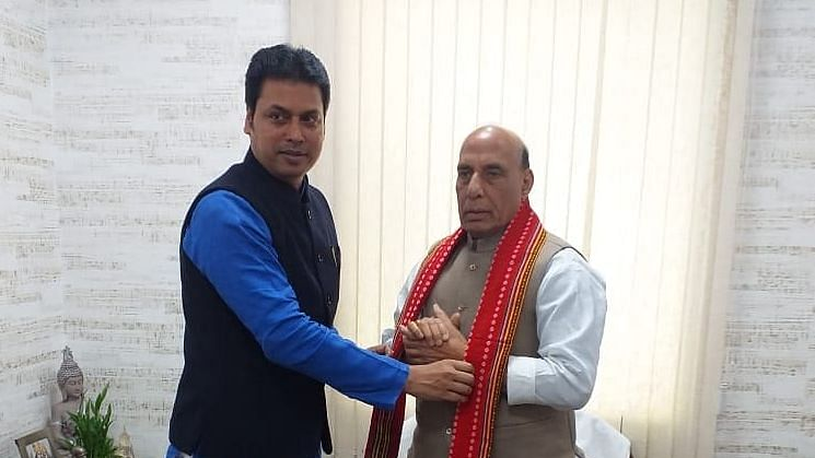 Tripura CM meets Rajnath Singh, demands Army school in state