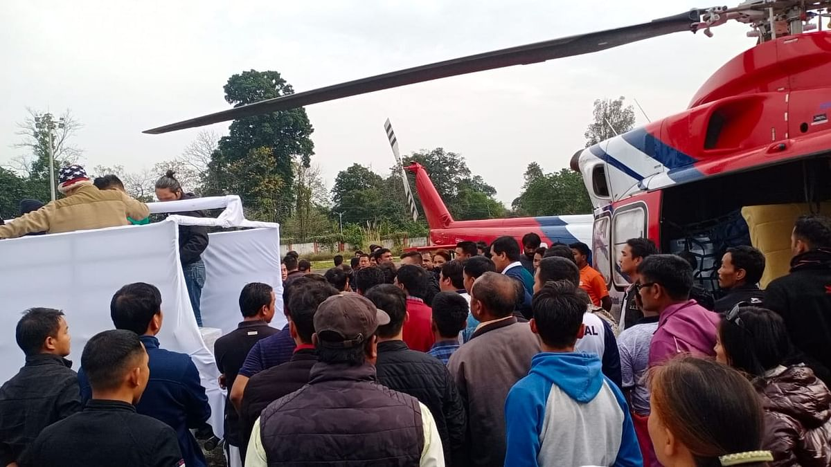 Shubanso Pul's mortal remains being brought to Tezu by a helicopter