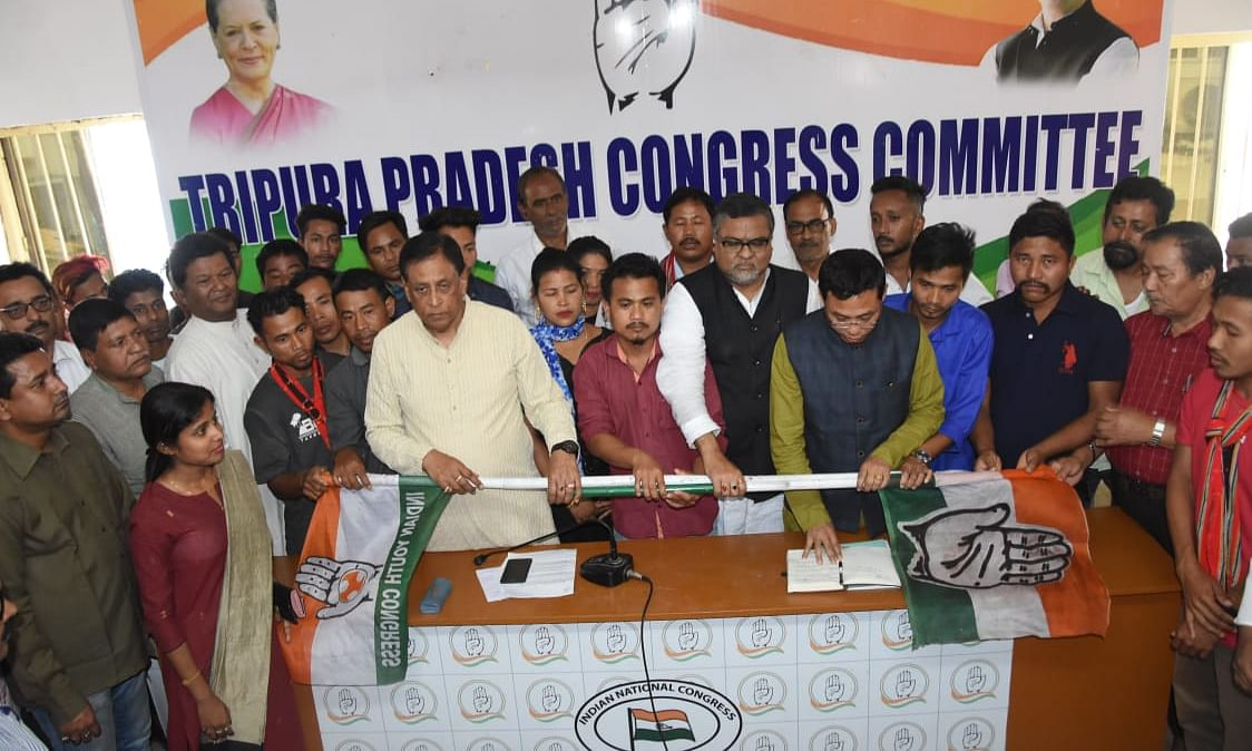 Boost to Tripura Cong as over 2k IPFT, CPI(M) members join party