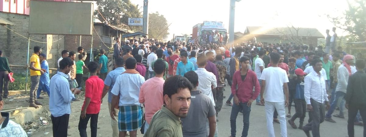 Tension prevailed at Nagaland Gate in Lahorijan after hundreds of people blocked NH-39 to protest against the detention of over 60 people from Assam over ILP
