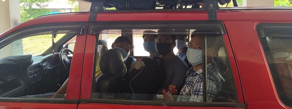 Arunachal students leaving for Mumbai from the hostel
