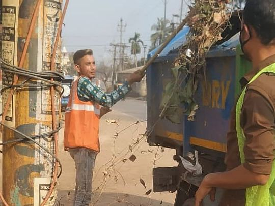 COVID-19: Sanitation workers get hands dirty to keep city clean