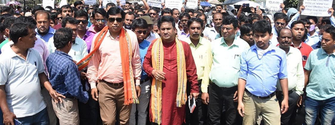 The All Tripura 10323 Victimized Teachers' Association submitted  a memorandum to education director UK Chakma on Thursday
