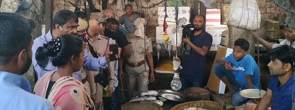 GMC inspected 137 poultry shops and imposed total fine of Rs 15,500