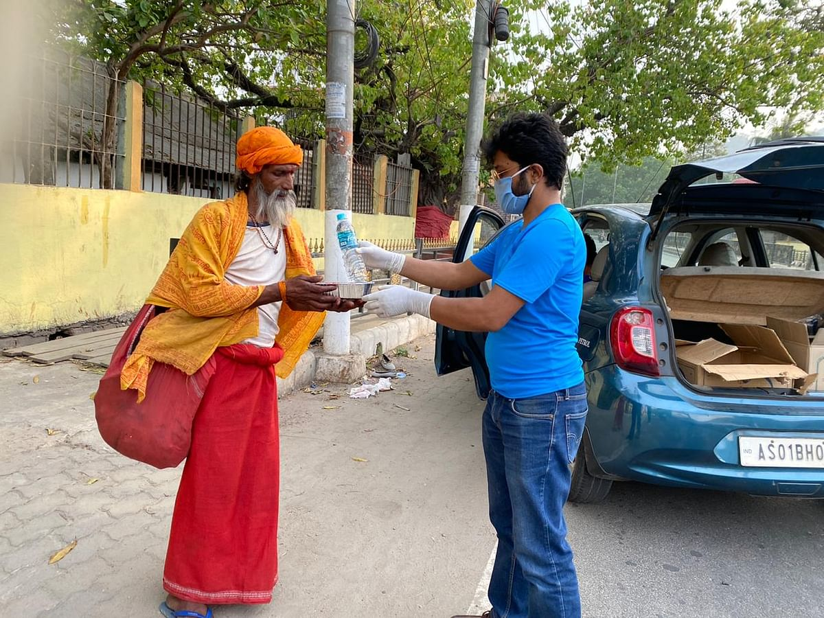 Various busy localities of Guwahati were covered as part of the food distribution initiative