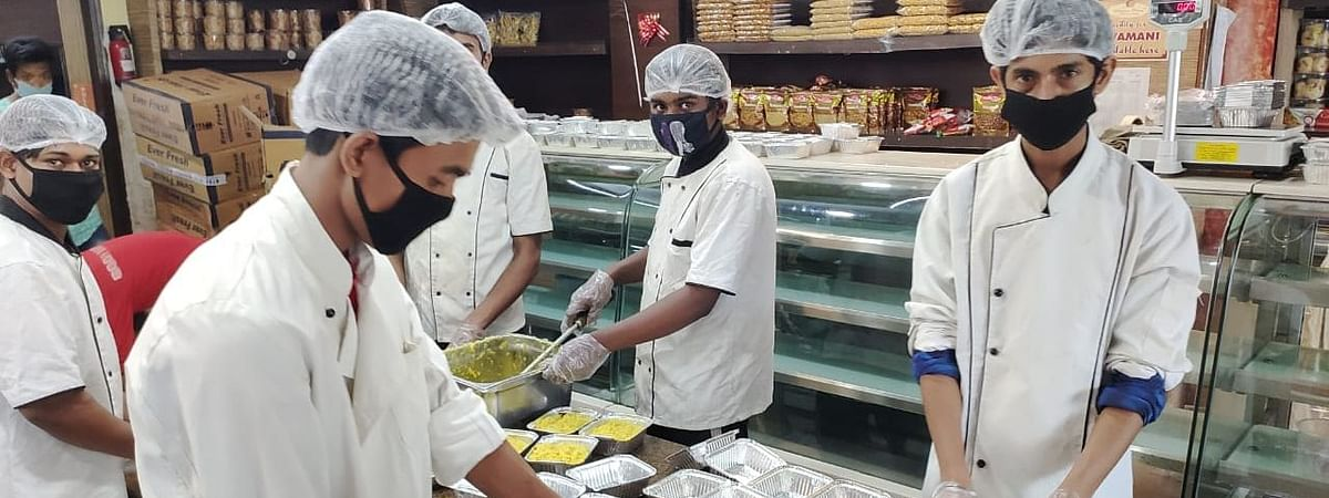 Restaurant owner Dhruv Arya along with a few of his friends came together to form an initiative 'Helping Hearts' through  which they provide food to the needy ones