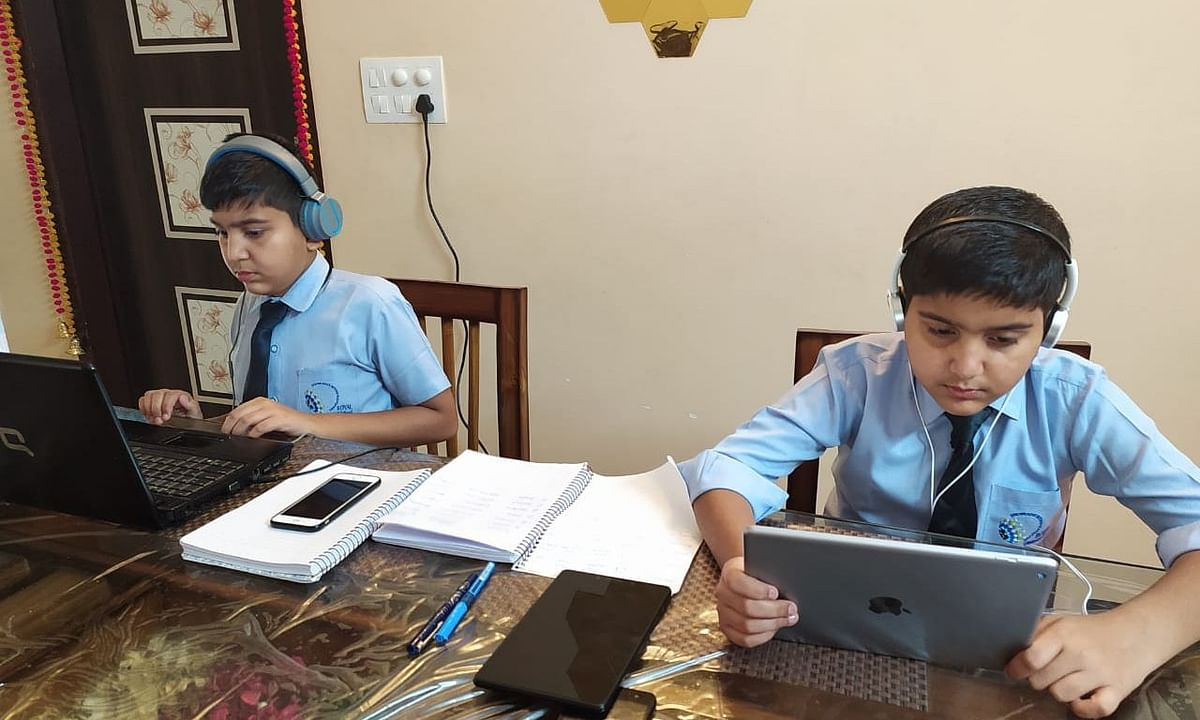 To give a classroom-like feeling, all the students are dressed in school uniforms through the duration of the lessons.
