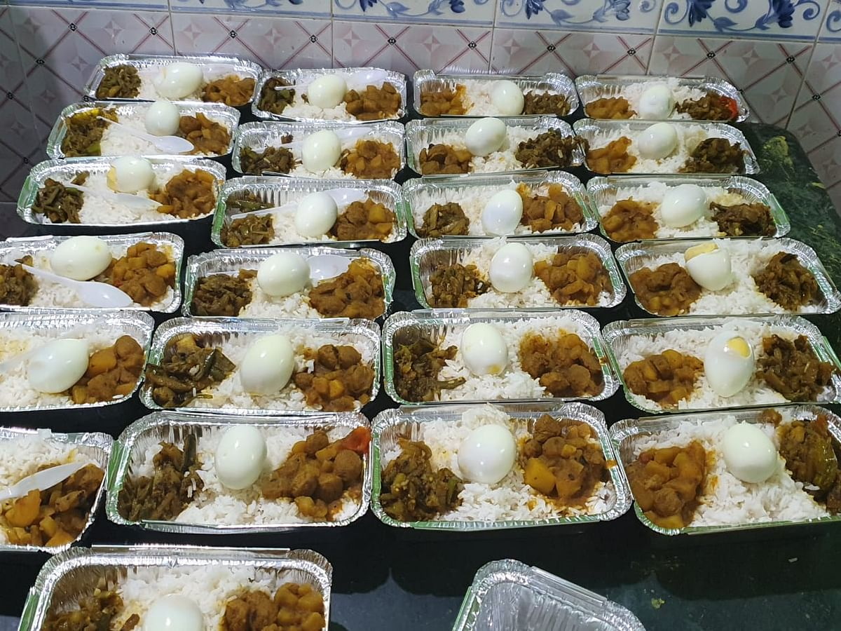 Lunch packets are being prepared in quarantine centres in Assam