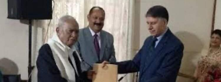 Former GS Massar (left) being felicitated by Chief Justice of Meghalaya High Court in 2018