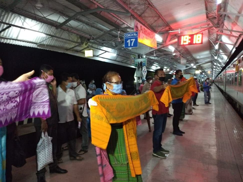 COVID-19: Assam passengers get traditional welcome at Kokrajhar