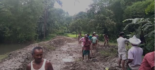 Villagers of Goreswar under Baksa district have repaired the damaged portion of the Puthimari river