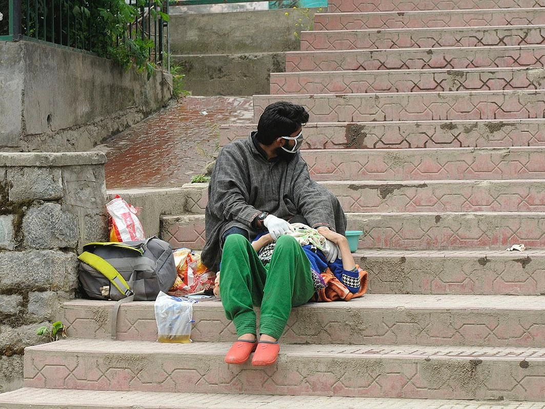 Suspected COVID-19 patient left on stairs at Srinagar CD hospital