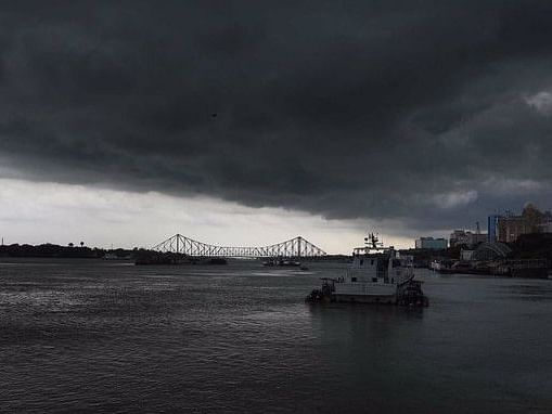 Amphan  over Bengal: Twitterati share  images of nature's fury