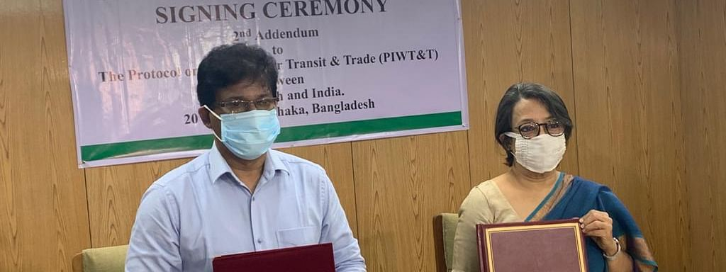 Riva Ganguly Das (right), high commissioner of India in Bangladesh, and Mohammed Mezbah Uddin Chowdhury (left), secretary to ministry of shipping, Bangladesh