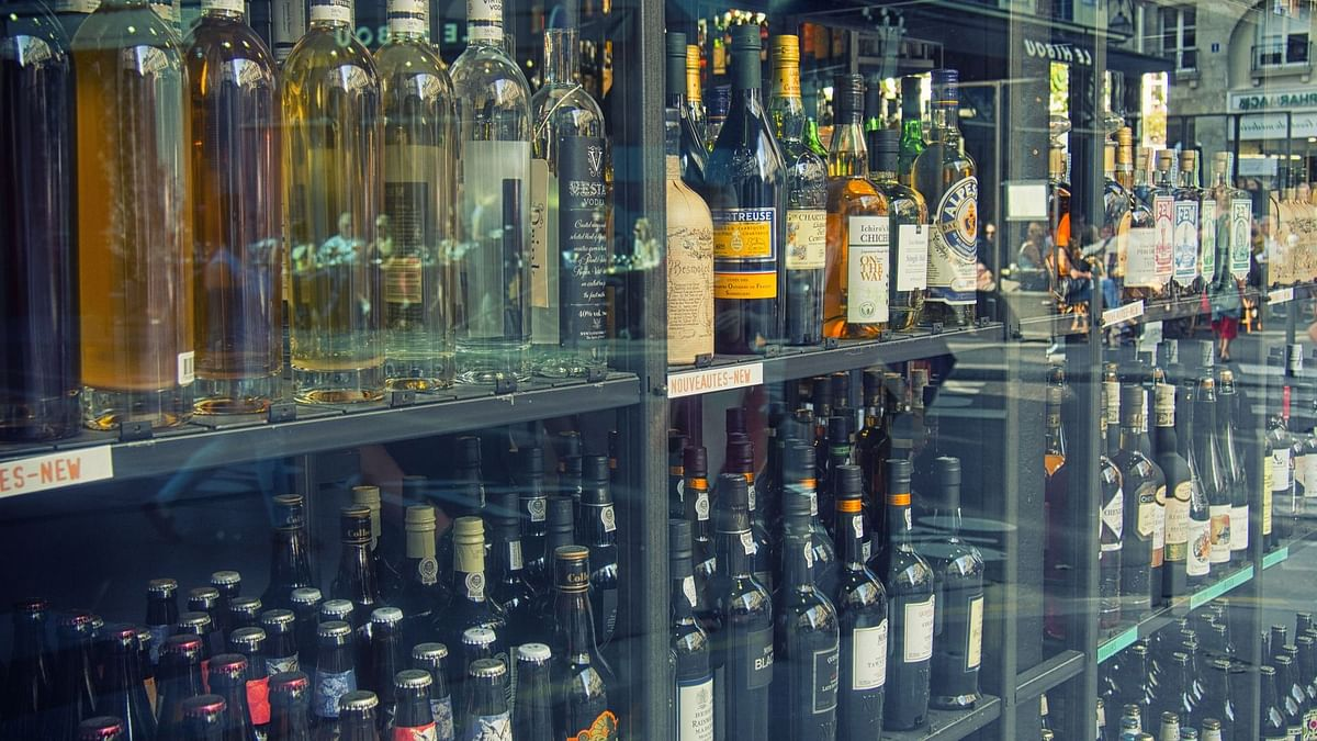 Maharashtra government to start home delivery of alcohol