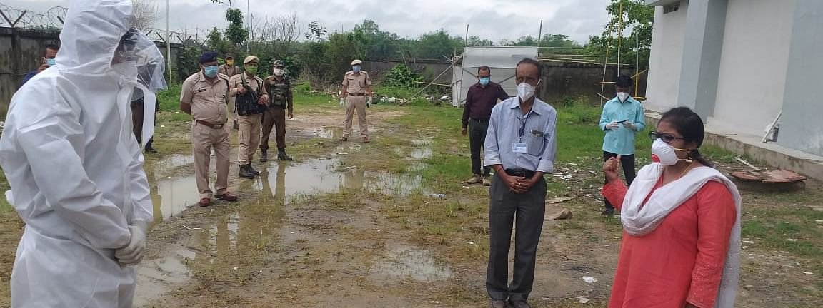 Jorhat deputy commissioner Roshani A Korati supervising the evacuation of the those tested positive from quarantine centre to JMCH