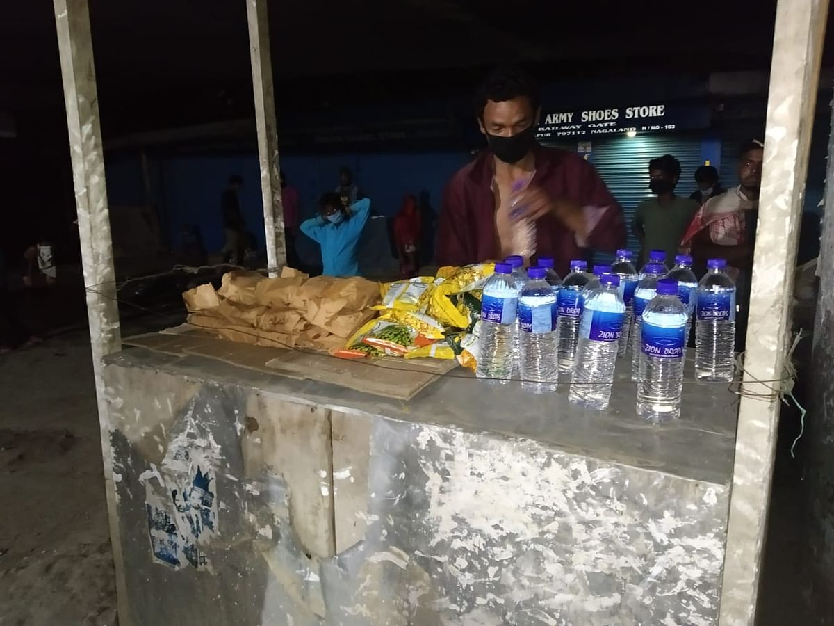 Homeless people in Dimapur picking up food packets prepared and distributed by team Dimapur 24/7