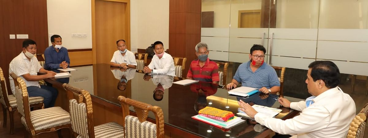 Bodo leaders discussing with chief minister Sarbananda Sonowal