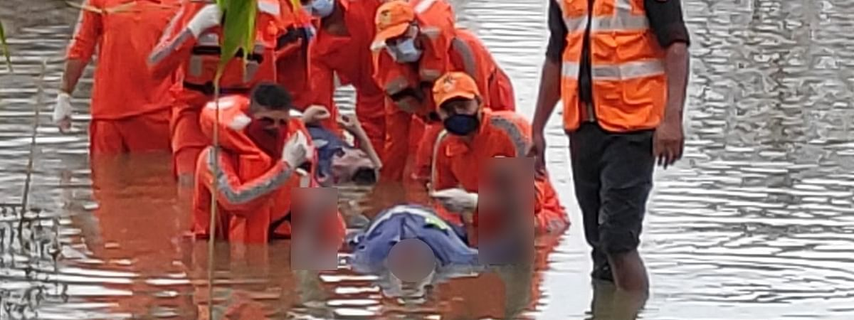 One of the dead bodies being recovered