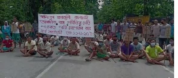 Farmers demand water for their paddy fields