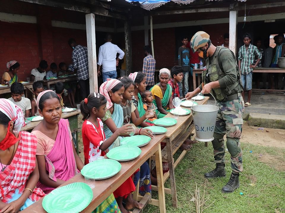 Army jawans are serving food to inmates in relief camps