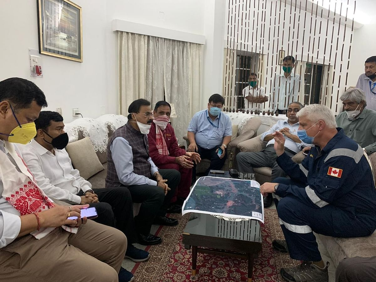 One of the experts elaborating the detailed scenario of the oil well fire with Assam government representatives, including Assam minister Chandra Mohan Patowary and Dibrugarh MP Rameswar Teli, among others.