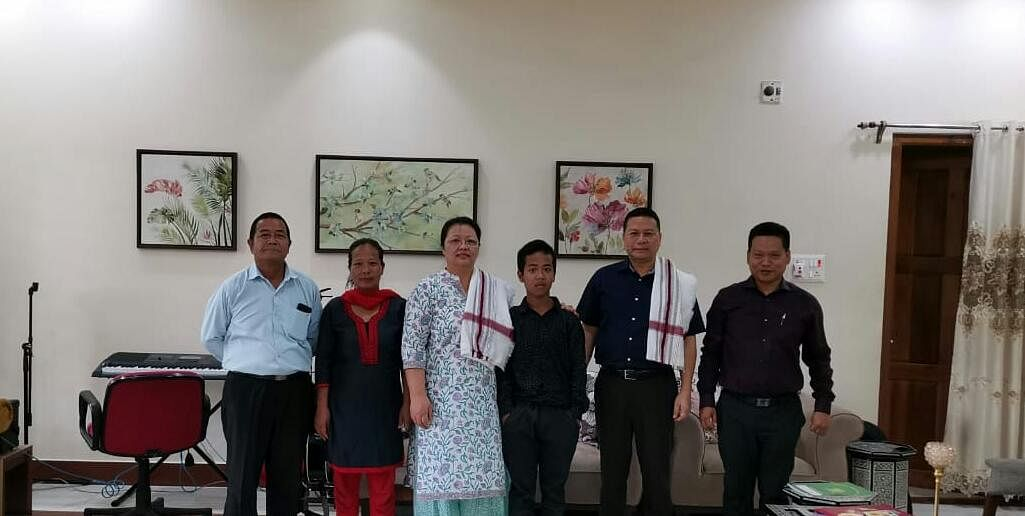 Manipur DGP LM Khaute (second from right) and Issac Paulallungmuan Vaiphei along with his parents