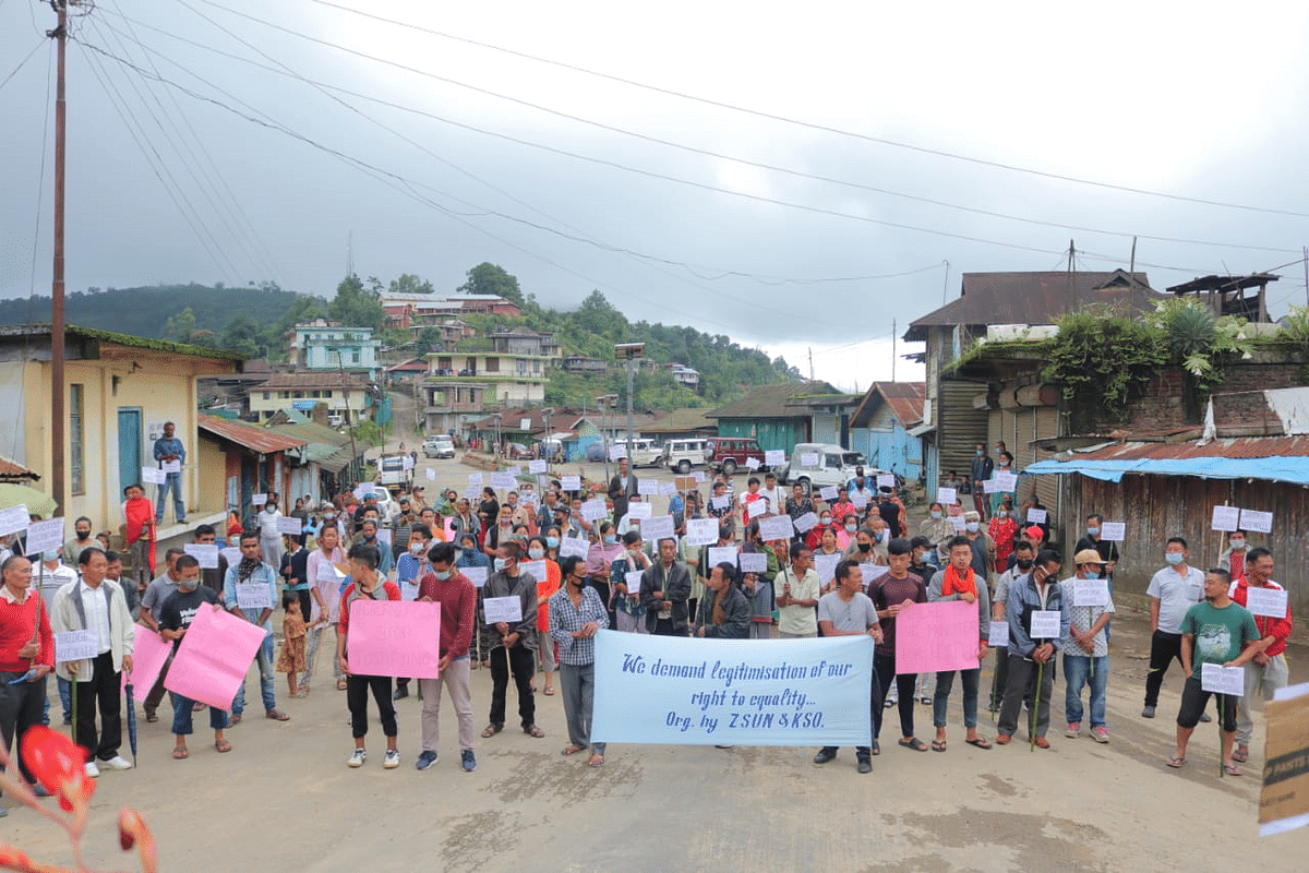 Protesters in Peren